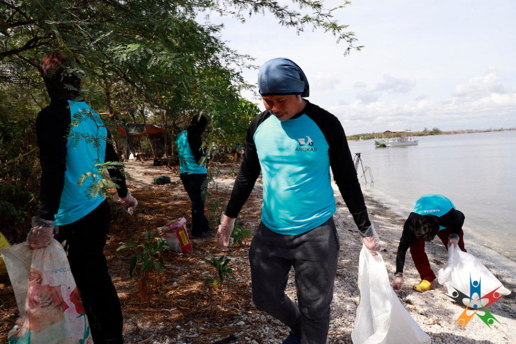 Manila Bayside Clean-Up returns with more public support
